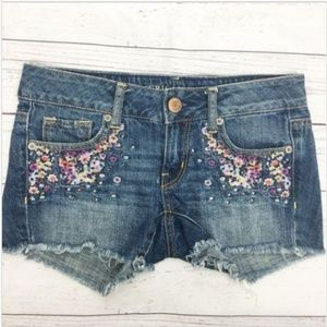 American Eagle Floral Embroidered Jean Shorts 00